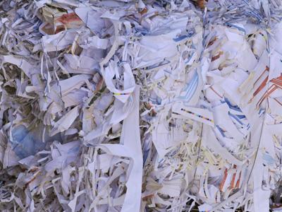 シュレッダー済みの紙ゴミ